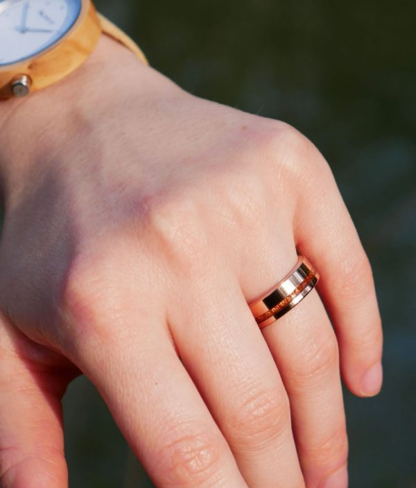 Holzspecht rings with wood