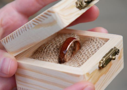 Ring mit Holz