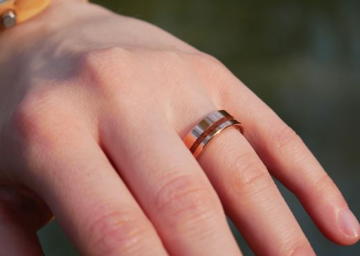 Ring mit Holz