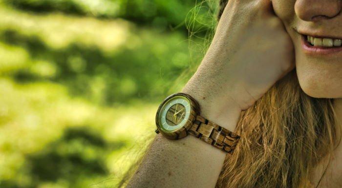 Holzspecht Holz Uhr