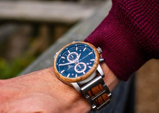 Holzspecht Uhr aus Holz Eisenhut