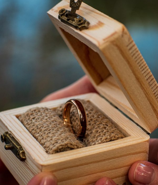 Holzspecht engagement ring with wood