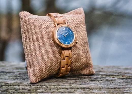 Holzspecht Armbanduhr aus Holz für Damen Olive